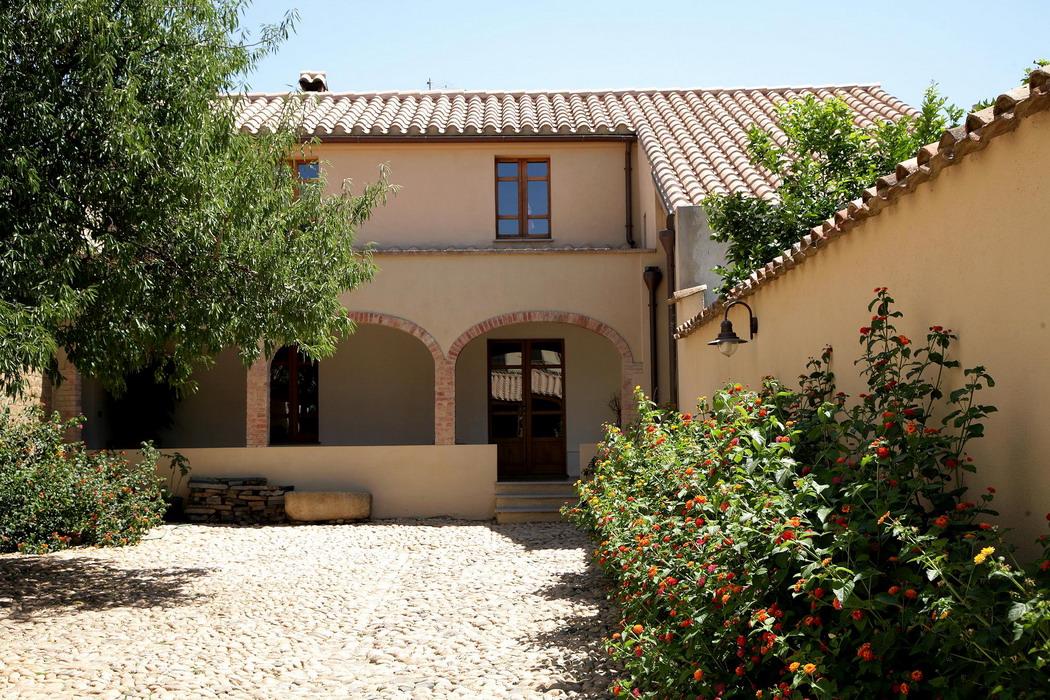 Casa di abitazione in terra cruda a serramanna for Avere una casa costruita sulla terra